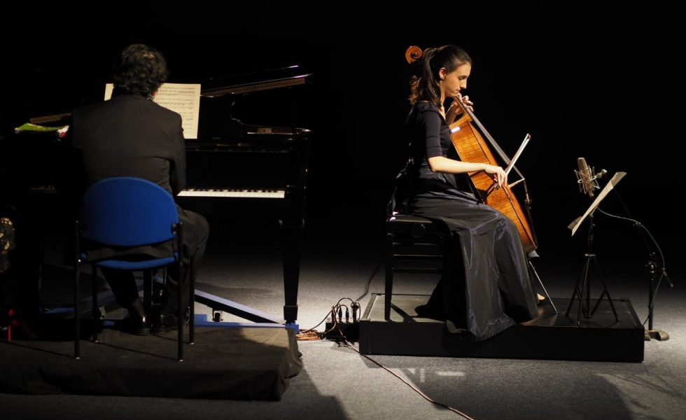 Marina Martins & Leandro Roverso playing